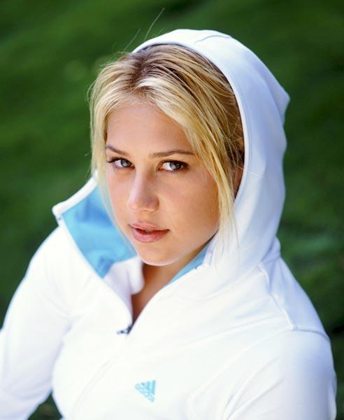 كورنيكوفا تتزوج من المغني انريكي ايغليسياس ((صور ))