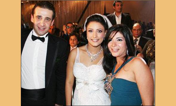 صور كريم عبد العزيز وزوجته B061121101807