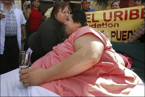 رجل وزنه أكثر من 560 كيلوغراماً B07310211933