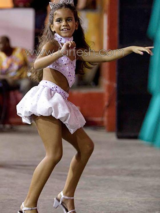 Рио выбирает 7-летний Samba королеву; защитники прав детей опасаются, что э
