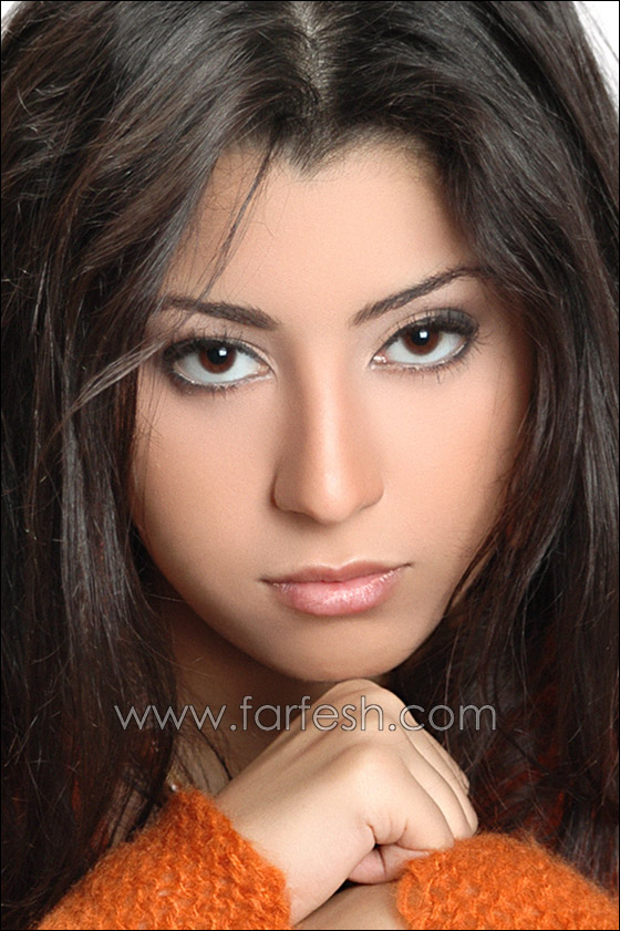 صورة رقم 3 - بالصوت والصورة النجمة ايتن عامر ترسل قبلة إلى فرفش
