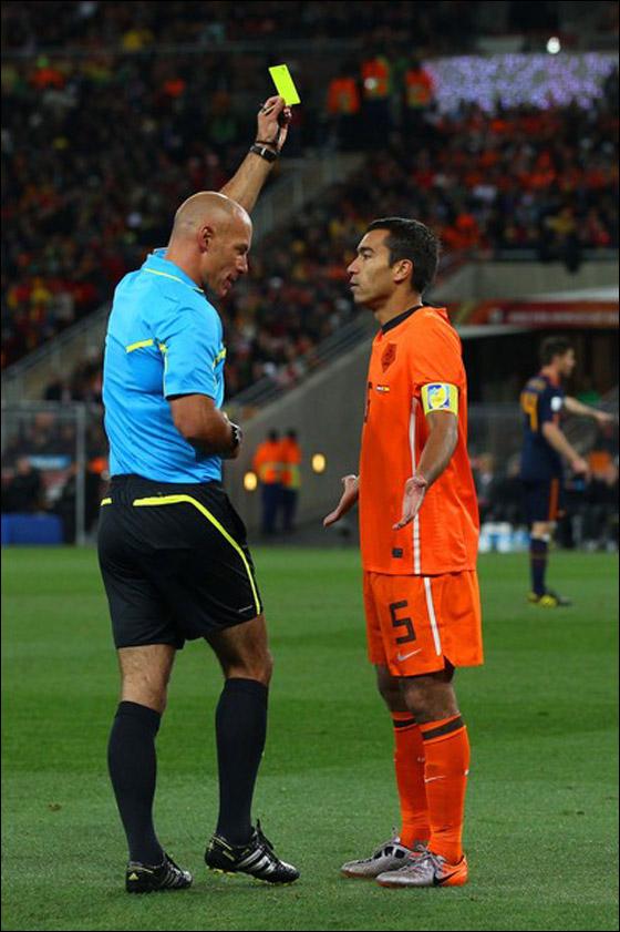 صورة رقم 11 - مونديال 2010.. بطلة العالم سج لت رقما قياسيا في أقل عدد أهداف!!