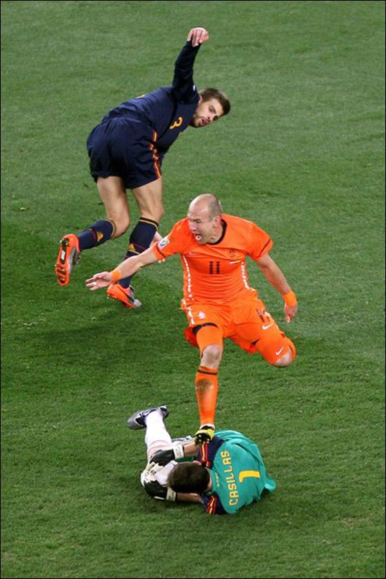صورة رقم 6 - مونديال 2010.. بطلة العالم سج لت رقما قياسيا في أقل عدد أهداف!!