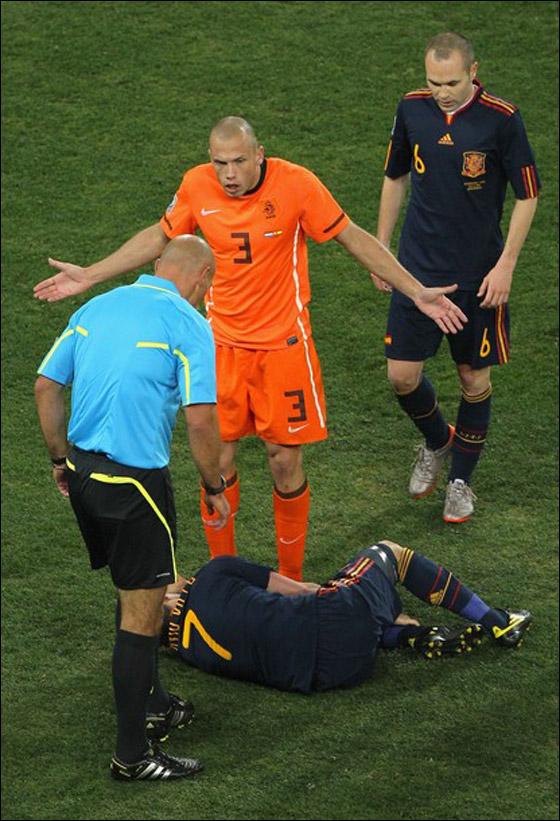 صورة رقم 20 - مونديال 2010.. بطلة العالم سج لت رقما قياسيا في أقل عدد أهداف!!