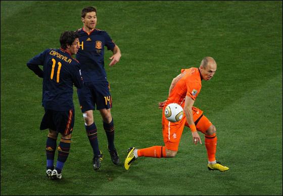 صورة رقم 15 - مونديال 2010.. بطلة العالم سج لت رقما قياسيا في أقل عدد أهداف!!