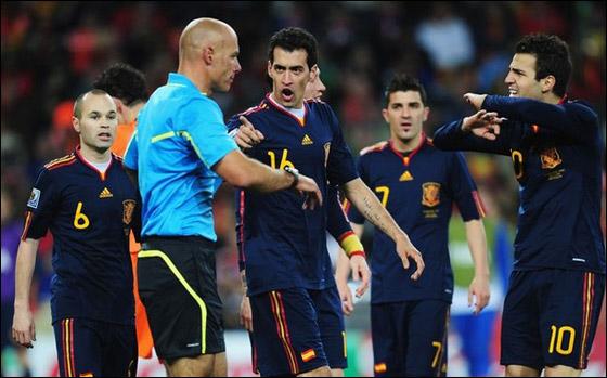 صورة رقم 2 - مونديال 2010.. بطلة العالم سج لت رقما قياسيا في أقل عدد أهداف!!