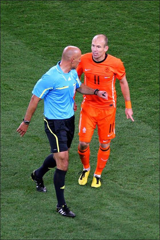 صورة رقم 18 - مونديال 2010.. بطلة العالم سج لت رقما قياسيا في أقل عدد أهداف!!