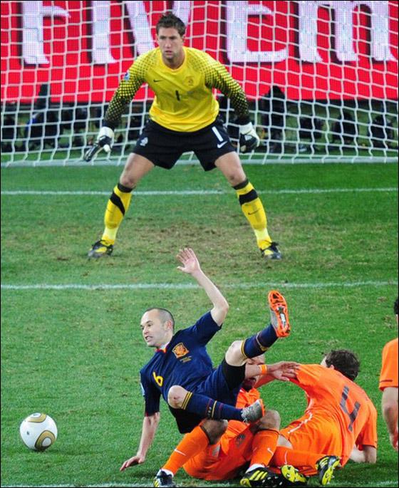 صورة رقم 7 - مونديال 2010.. بطلة العالم سج لت رقما قياسيا في أقل عدد أهداف!!