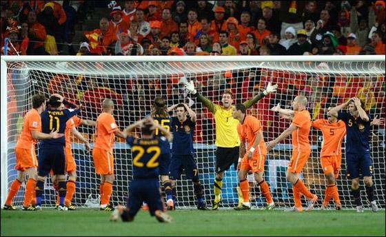 صورة رقم 5 - مونديال 2010.. بطلة العالم سج لت رقما قياسيا في أقل عدد أهداف!!