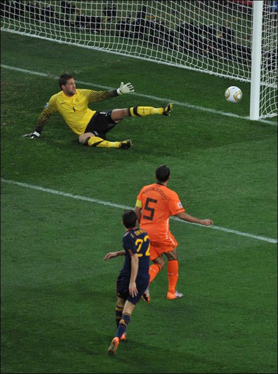 صورة رقم 13 - مونديال 2010.. بطلة العالم سج لت رقما قياسيا في أقل عدد أهداف!!