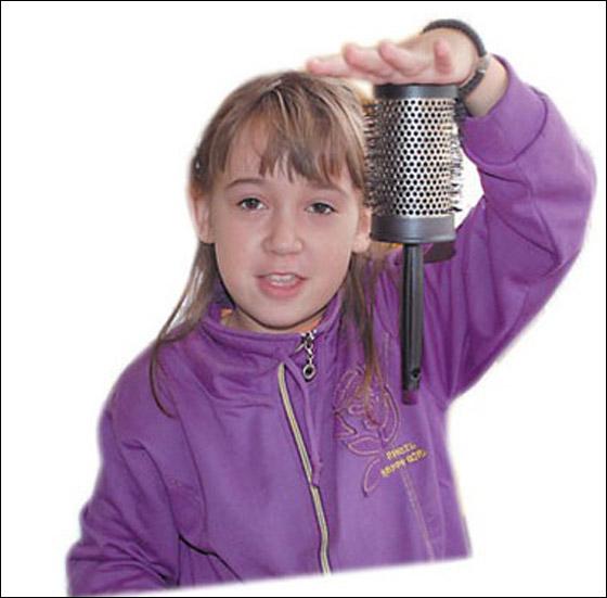 صورة رقم 5 - معجزة: طفلة مغناطيسية تجتذب اجسام معدنية بيديها!
