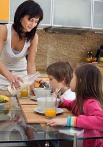 الإلحاح على اطفالكم لتناول الطعام eat.jpg