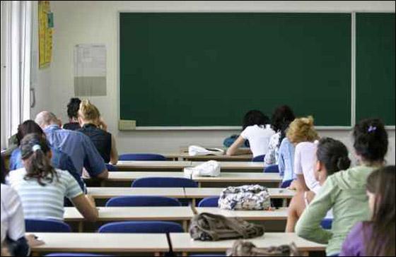 صورة رقم 1 - مصر: الطلاب يستقبلون الامتحانات بالاجابة على كلمة الرئيس مبارك!