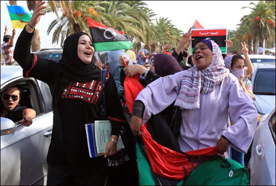 صورة رقم 14 - مقتل معمر القذافي متأثرا بجروحه بعد اصابته في سرت