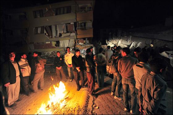 صورة رقم 8 - ما بين 500 الى 1000 ضحية في زلزال ضرب تركيا بقوة 7.3!