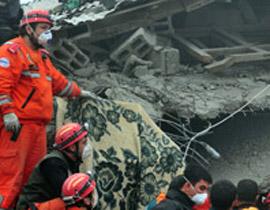 صورة رقم 1 - شاب ينجو من زلزال تركيا بفضل هاتفه المحمول!