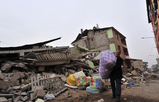 صورة رقم 4 - شاب ينجو من زلزال تركيا بفضل هاتفه المحمول!