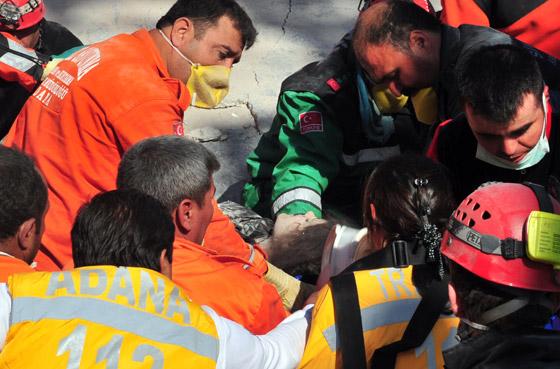 صورة رقم 6 - شاب ينجو من زلزال تركيا بفضل هاتفه المحمول!