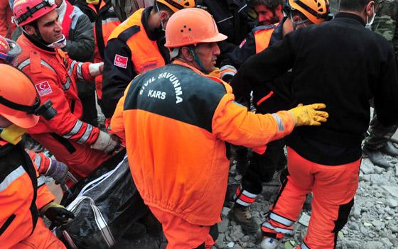 صورة رقم 7 - شاب ينجو من زلزال تركيا بفضل هاتفه المحمول!