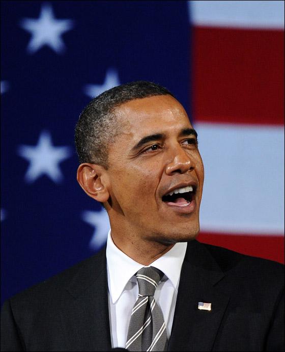 صورة رقم 9 - اوباما يفاجئ الجميع بغنائه العفوي خلال حفل لجمع التبرعات!