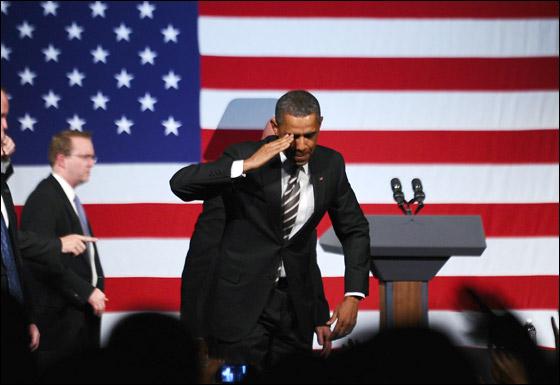 صورة رقم 7 - اوباما يفاجئ الجميع بغنائه العفوي خلال حفل لجمع التبرعات!