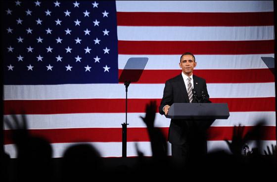 صورة رقم 8 - اوباما يفاجئ الجميع بغنائه العفوي خلال حفل لجمع التبرعات!