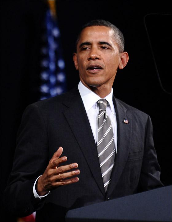 صورة رقم 2 - اوباما يفاجئ الجميع بغنائه العفوي خلال حفل لجمع التبرعات!