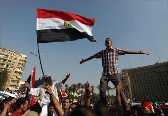 صورة رقم 4 - آلاف المصريين يتوافدون الى