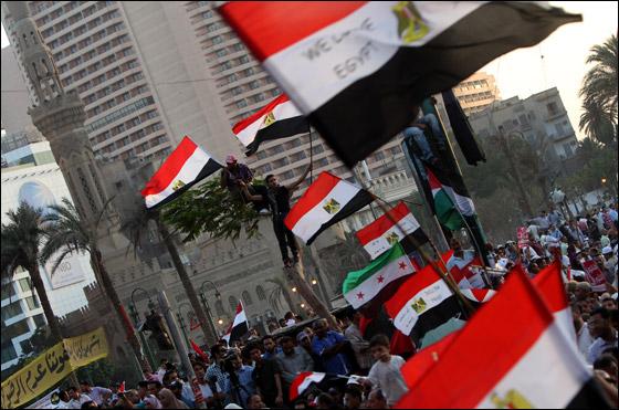 صورة رقم 6 - آلاف المصريين يتوافدون الى