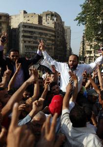 صورة رقم 2 - آلاف المصريين يتوافدون الى