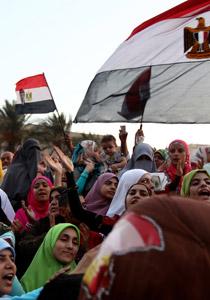 صورة رقم 1 - آلاف المصريين يتوافدون الى