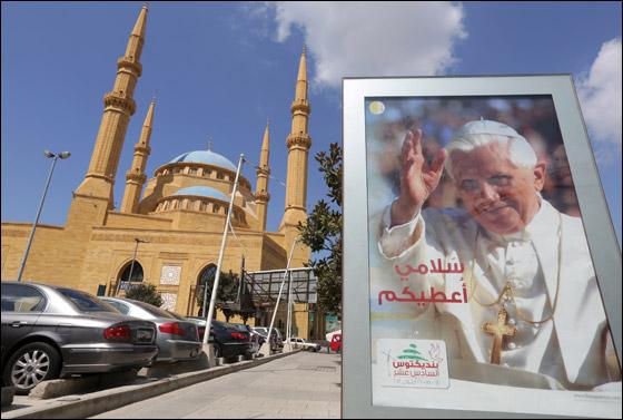 صورة رقم 6 - البابا بنديكتوس ينادي بالسلام بالشرق الاوسط واحترام الاختلافات