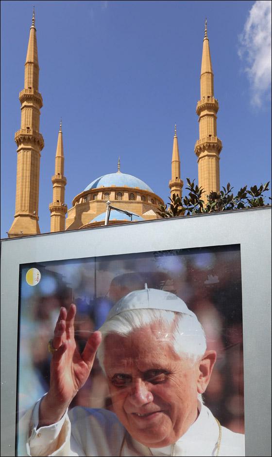 صورة رقم 7 - البابا بنديكتوس ينادي بالسلام بالشرق الاوسط واحترام الاختلافات