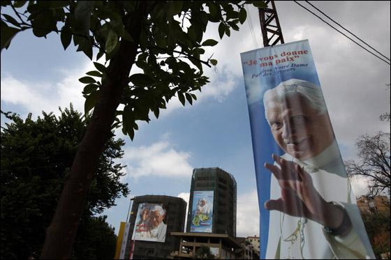 صورة رقم 10 - البابا بنديكتوس ينادي بالسلام بالشرق الاوسط واحترام الاختلافات