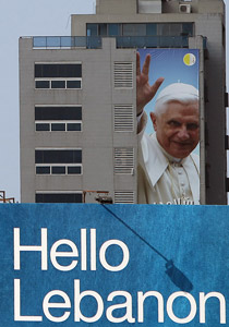 صورة رقم 1 - البابا بنديكتوس ينادي بالسلام بالشرق الاوسط واحترام الاختلافات