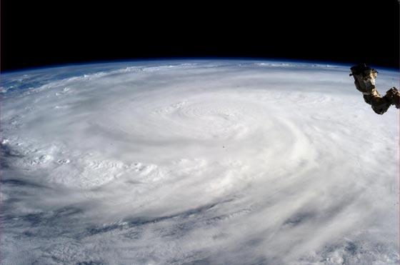 اليوم اعصار هائل الفلبين 8ديسمبر