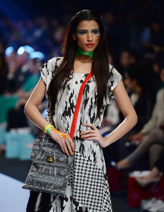 كوكتال للالبسة التقليدية من انحاء العالم fashion_04.jpg