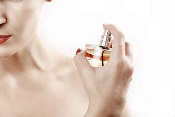 طرائق لابقاء رائحة العطر فواحة اطول مدة ممكنة  - صورة رقم 1