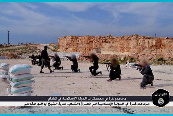 صورة رقم 1 - بالصور.. مجاهدو غزة يتدربون في معسكرات