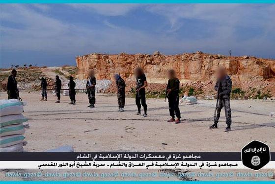 صورة رقم 2 - بالصور.. مجاهدو غزة يتدربون في معسكرات