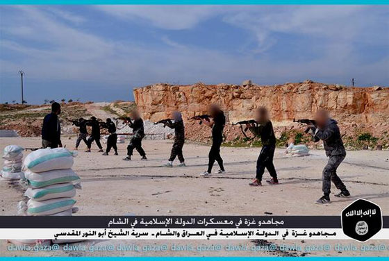 صورة رقم 3 - بالصور.. مجاهدو غزة يتدربون في معسكرات