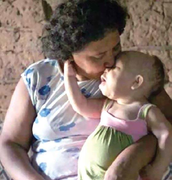 بالصور .. امرأة في الـ30 تعيش في جسد رضيع في الـ9 أشهر woman.jpg