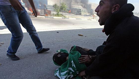 لقطات تصور اعدام جنود اسرائيل لشابين دون اي سبب صورة رقم 4