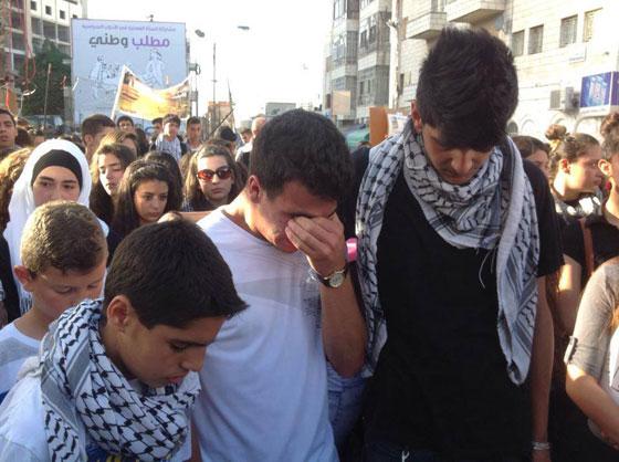 لقطات تصور اعدام جنود اسرائيل لشابين دون اي سبب صورة رقم 20