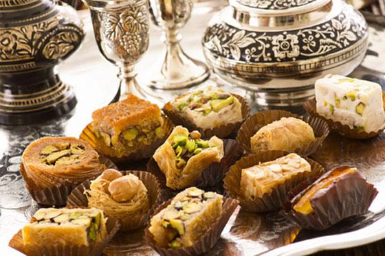 افكار ديكورات مائدة الطعام الرمضانية بسحر الاجواء الشرقية والاسلامية