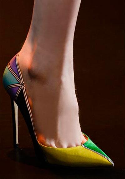 cff54f928167a صورة رقم 3 - بالصور.. احذية غريبة عجيبة في طريقها للسوق.. في