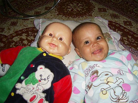 اطفال يشبهون الدمى 14.jpg