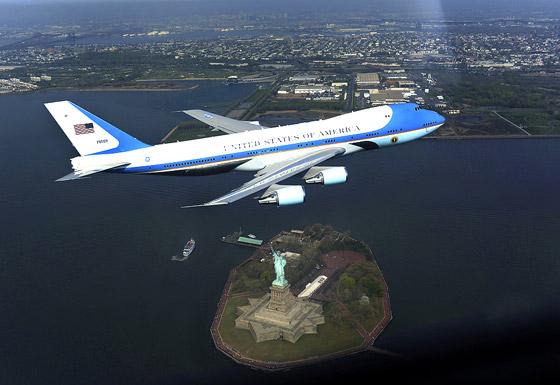 45533478d صورة رقم 6 - بالصور.. طائرة الرئيس الامريكي تكشف عن اسرارها العشرة المدهشة