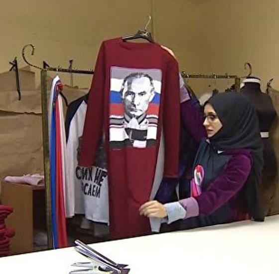 9dda60038844f صورة رقم 1 - مصممة ازياء وضعت صورة بوتين على ازياء اسلامية تتعرض للتهديد