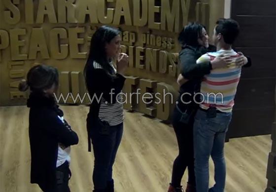 صورة رقم 7 - فيديو حنان الخضر تعود من فرنسا: انيس يعانقها ورفاييل يبعده عنها!